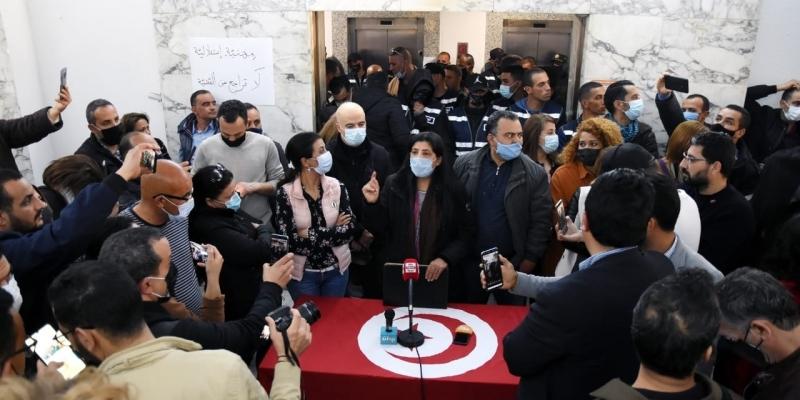 رابطة حقوق الإنسان تطالب بسحب امتياز التعيين على رأس المؤسسات السيادية من رئاسة الحكومة