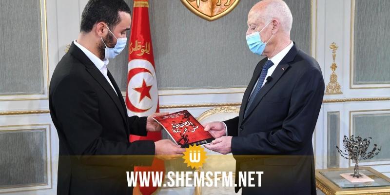 رئيس الجمهورية يتسلّم التقرير السنوي لواقع الحريات الصحفية بتونس