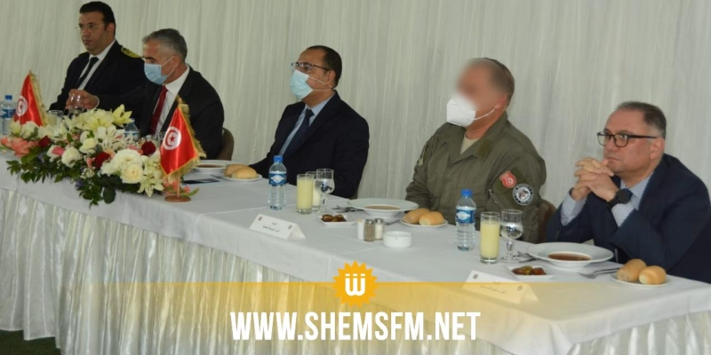 مشيشي يتناول وجبة الإفطار بمقر الوحدة المختصة للحرس الوطني ببئر بورقبة (صور)