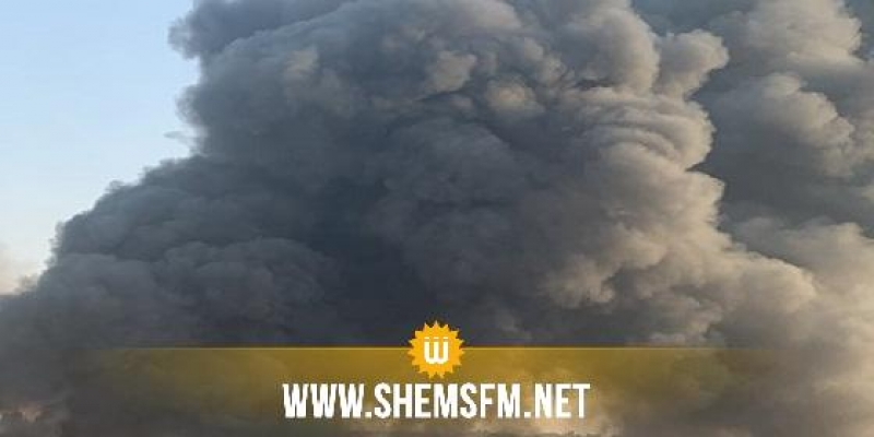 تسبب في دخان كثيف: مجهولون يضرمون النار في قنوات بلاستيكية كبيرة الحجم بسوسة