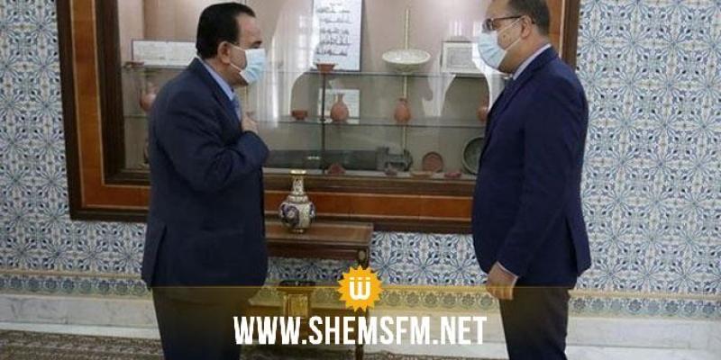Le chef du gouvernement s'entretient avec l'ambassadeur du Qatar à Tunis