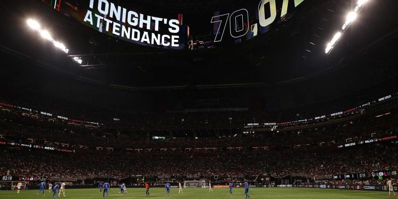 المكسيك- الهندوراس أمام 70 ألف متفرج كأكبر حضور جماهيري بعد ظهور الكورونا