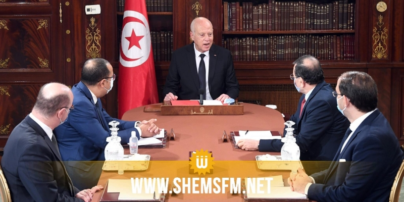رئيس الدولة :'' تونس تعيش في ظل نظامين أحدهما ظاهره قوانين ومؤسسات وباطنه خفي لا يعمل إلا تحت جنح الظلام''