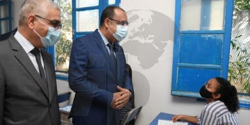 Mechichi assiste au démarrage des épreuves du baccalauréat au Lycée El Farabi à La Manouba