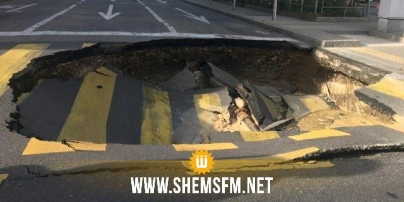 La route s'effondre en plein centre-ville de Genève (vidéo)