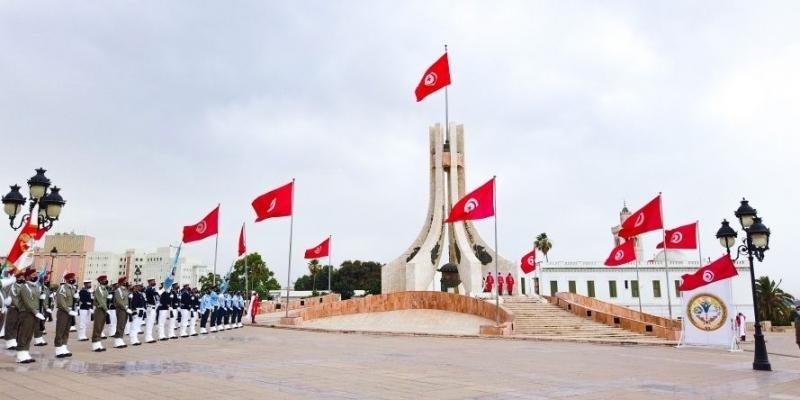رفع العلم بساحة القصبة بمناسبة الذكرى 65 لانبعاث الجيش الوطني