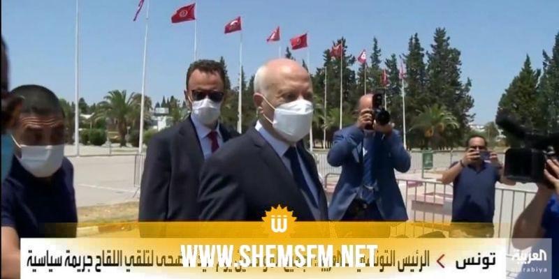 قيس سعيد : '' تجميع التونسيين أمام مراكز التلاقيح عملية مُدبرة من قبل أشخاص نافذين داخل المنظومة السياسية''