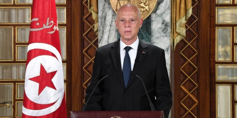 قيس سعيد: 'من دبّر تجميع التونسيين أمام مراكز التلاقيح وكأن هدفه انتشار العدوى'