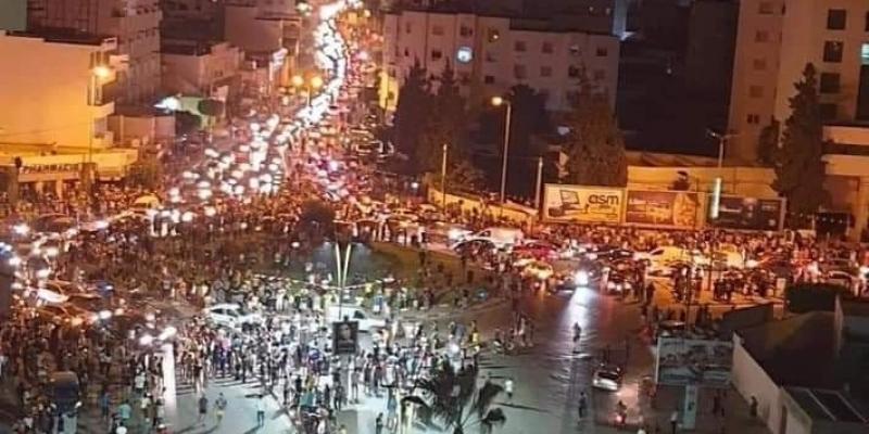 في عدة جهات: تونسيون ينزلون للشارع احتفالا بقرارات سعيّد