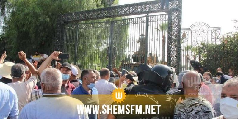 محتجون من أنصار النهضة يحاولون اقتحام مبنى البرلمان والأمن يتصدى لهم