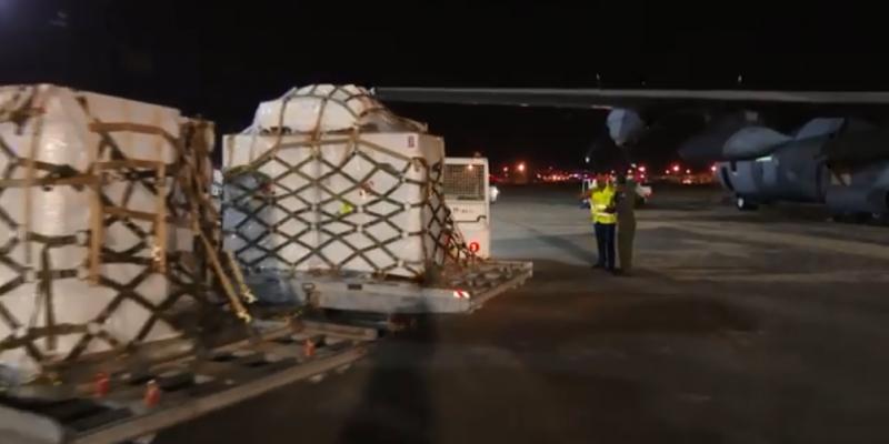 وصول طائرة عسكرية تونسية محمّلة بـ310 أسطوانة تحتوي على مليون لتر من الأكسجين ممنوحة من الولايات المتحدة