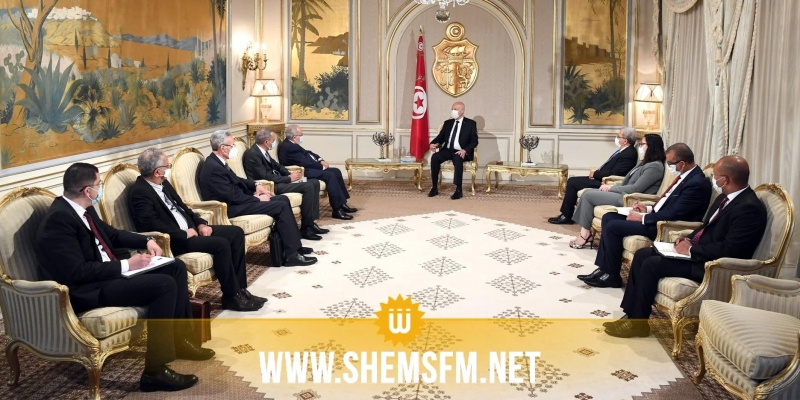 محملا برسالة من تبون: قيس سعيد يستقبل وزير الخارجية الجزائرية