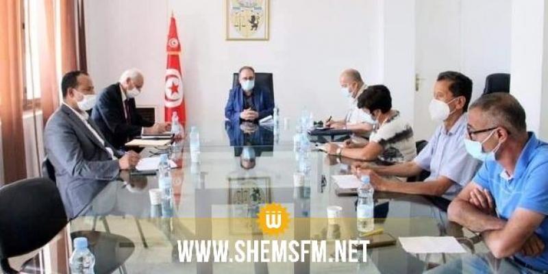 وزير الصحة بالنيابة يبحث مع وفد من اتحاد الشغل سبل تطوير عملية التلقيح ضد كوفيد-19 وتسريعها