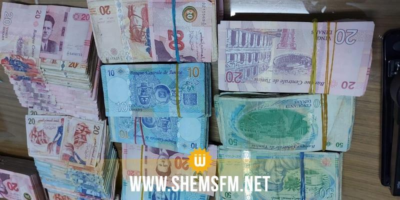 الديوانة تحبط تهريب بضائع ومبالغ مالية بقيمة 260 ألف دينار