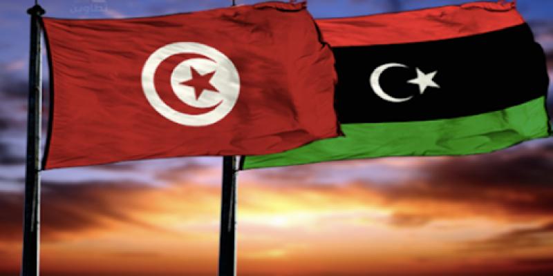 إتفاق بين تونس وليبيا على إقرار حرية تَنقل المسافرين الذين أتموا تلاقيحهم ضد كورونا
