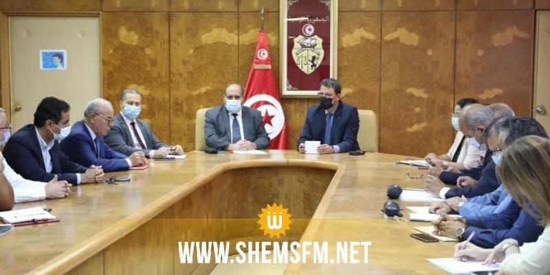 الإتفاق على التقليص في آجال التوريد ومكوث البضائع الصلبة السائبة بالموانئ التونسية