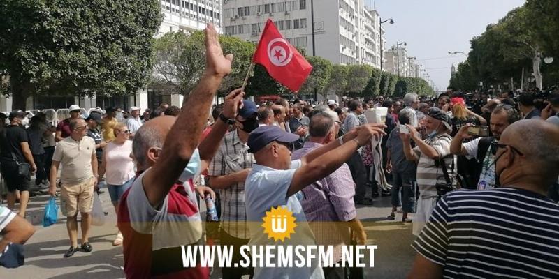 شارع الحبيب بورقيبة بالعاصمة: أنصار قيس سعيد يؤكدون مساندتهم له ولقراراته