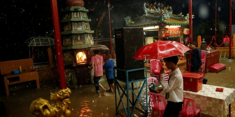 فيضانات تايلاند: وفاة 6 أشخاص وتدمير 70 ألف منزل