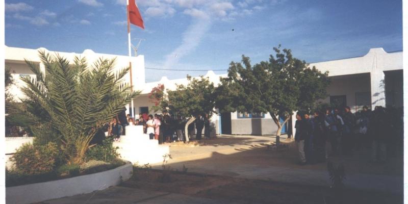 جربة ميدون: غلق إعدادية سدويكش بعد إصابة 44 تلميذ بكورونا
