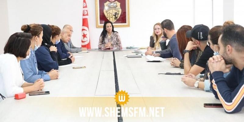 وزيرة المرأة تلتقي بالمعتصمين من المعطلين عن العمل من خريجي المعهد العالي لإطارات الطفولة
